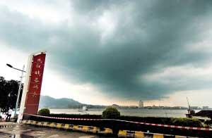 昨日中午开始,九江战备码头被封闭。