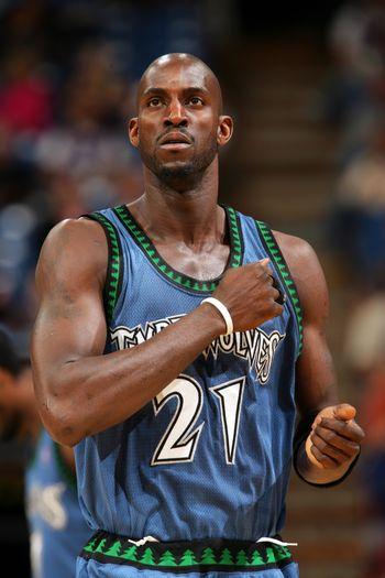 图文:[NBA]森林狼胜国王 加内特一脸坚毅