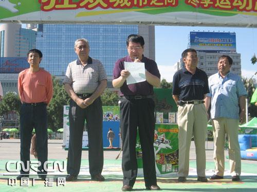 乌鲁木齐市副市长马雪峰在现场致开幕词