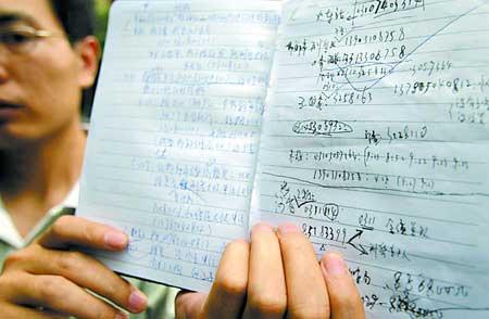 王昌奎向记者展示他所拨打报警电话的记录