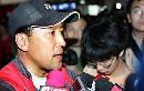 图文:中国羽毛球队凯旋 李永波接受采访