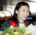图文:中国羽毛球队凯旋 张宁满脸笑容