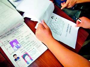 9日,已有44名失踪孩子的父母在洪洞县劳动监察大队登记寻子,涉及9个省市。