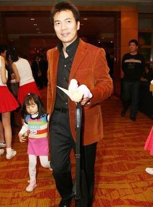黄健翔又为宝贝女儿添了个可爱的小妹妹