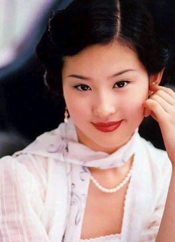 《金粉世家》中的刘亦菲,饰演白秀珠一角。(资料图片)