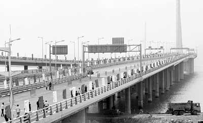 深圳湾跨海大桥完工 香港到深圳只需5分钟