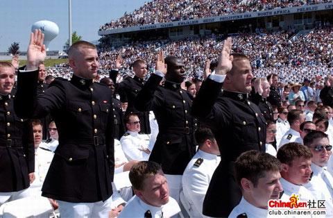 疯狂的美国海军学院毕业典礼(图)