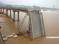 河南老乡断桥边救了谁?