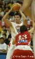 图文:[男篮]中国VS克罗地亚 大郅准备分球