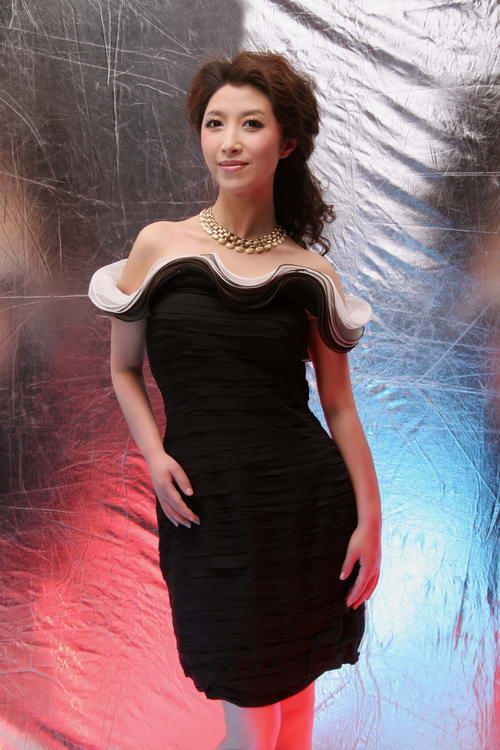 资料图片:著名歌唱家刘媛媛写真 4