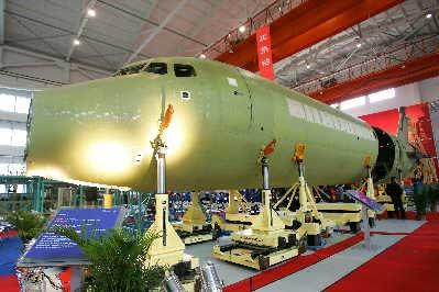 ARJ21新支线飞机在上海飞机制造厂年底总装完毕下线。鲁海涛早报资料