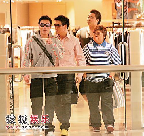 许志安、苏永康、韩红在金钟太古广场的名店Joyce买衣服