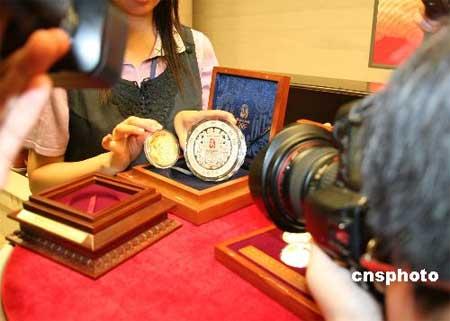 图文:奥运会第2组金银纪念币发售 五盎司金币