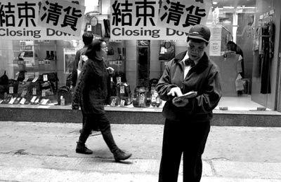 1999年,刚刚被金融风暴袭击的香港市面一片萧条 谢至德/图