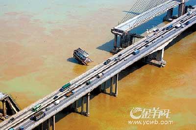 图:佛开高速路九江大桥段十分畅顺。