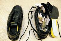 巨型旅游鞋成了海洛因的藏身处。