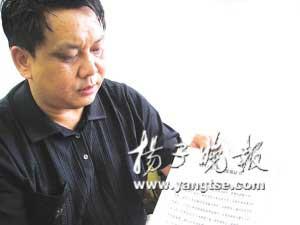 安徽省砀山县教育局局长蒋连才接受本报记者的专访。 谷岳飞摄