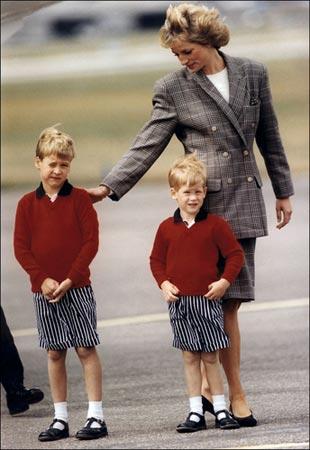 戴安娜王妃与两个儿子威廉王子、哈里王子.(来源:IC传媒)-英国