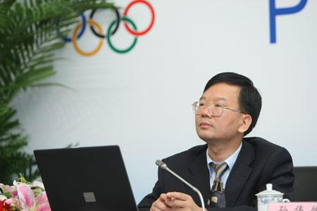 图文:北京奥运火炬手选拔发布会 主持人孙伟德