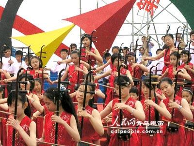 图文:奥林匹克文化节(青岛)开幕 器乐合奏表演
