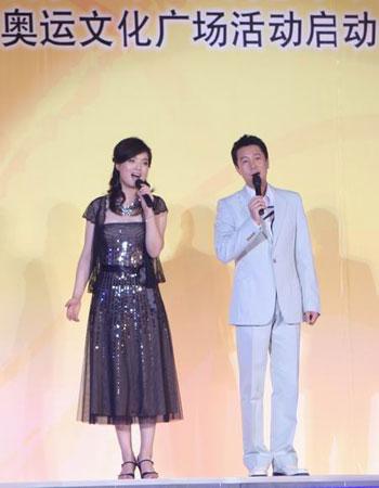 图文:奥林匹克文化节盛大开幕 神情献唱