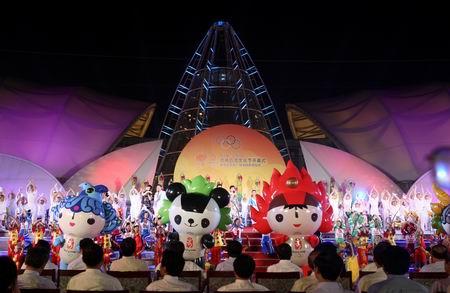 图文:奥林匹克文化节盛大开幕 福娃亮相