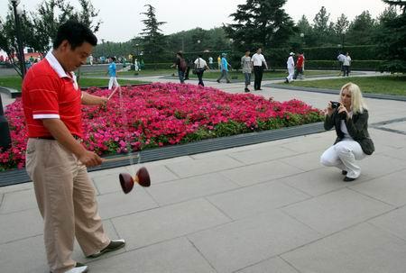 图文:奥林匹克文化节盛大开幕 老外钟情