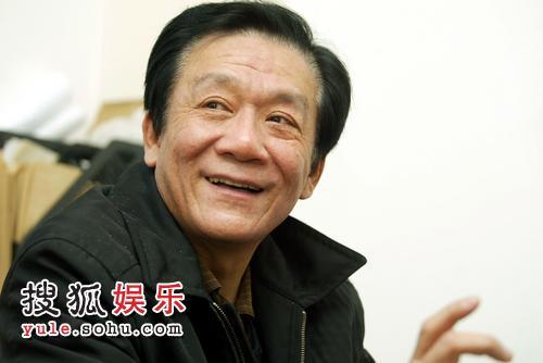 相声演员侯耀文在北京接受记者采访