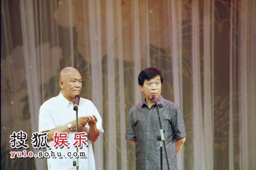 侯耀文石富宽表演相声《节日游戏》