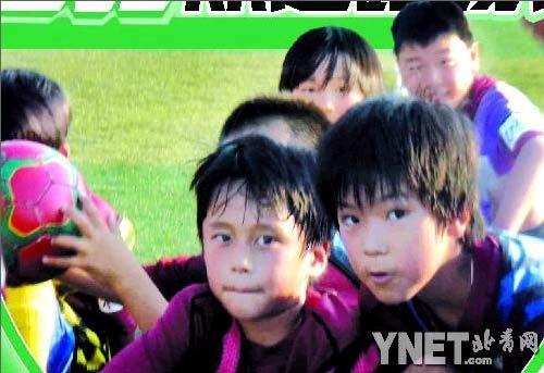 足球是孩子们生活中重要的一部分
