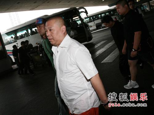 郭德纲抵达机场