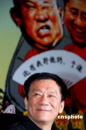 """7月9日,侯耀文、石富宽赴西安出席""""中国笑星名家相声小品歌舞晚会""""新闻发布会,接受了众多媒体记者的采访"""
