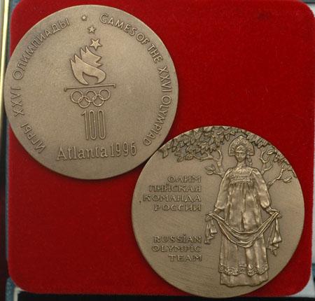 图文:奥林匹克收藏博览会 亚特兰大奥运会徽章