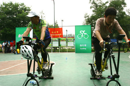 图文:全民健身体育节奥运项目体验 感受自行车