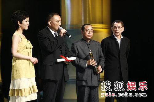 图:云水谣获得电影节特别奖 尹力杨受成领奖1