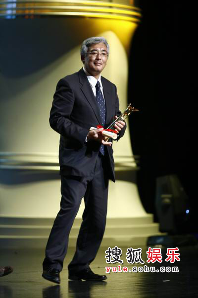 图:富田勋获得最佳音乐奖 他人带领奖项