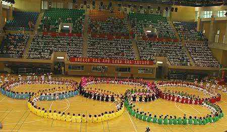 300多名癌症患者组成奥运五环