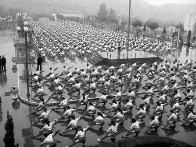 """登封市第二中学的学生们在做""""武术广播操""""(资料图片)"""