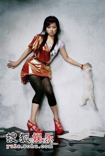 张靓颖金裙写真4