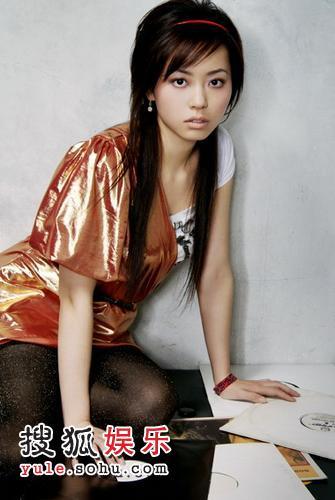 张靓颖金裙写真5