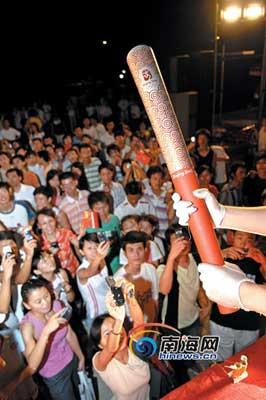 2008年北京奥运火炬首次海南亮相。记者 李小岗 摄