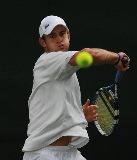 图文:温布尔顿网球赛首日 罗迪克温网最后热身
