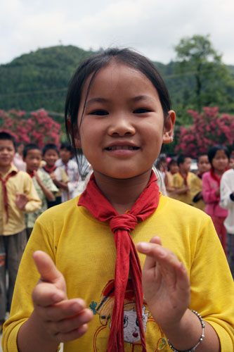孩子们纯洁的笑脸令人感动