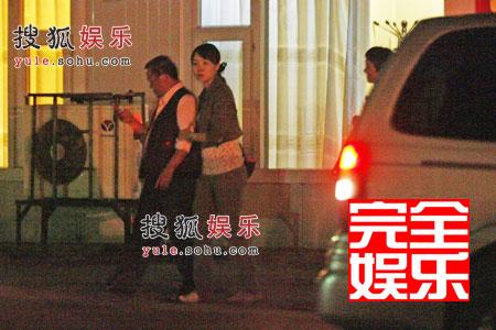6酒足饭饱曾志伟被搀出饭店