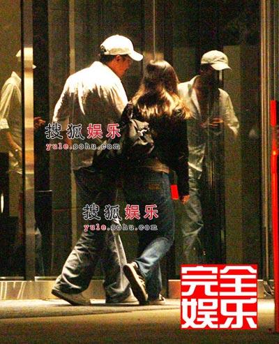 8梁家辉与女伴一同步入酒店