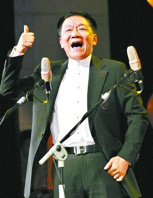 舞台上的侯耀文总是激情洋溢