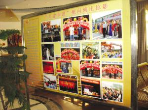 大门口的展架上还贴着五月份演出的照片