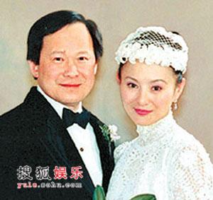 组图:李赛凤 罗启仁曾经甜蜜时 04