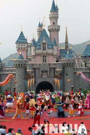 9月12日,香港迪斯尼乐园开幕仪式的喜庆场面。当日,香港迪斯尼乐园开幕。 新华社记者 陶明摄