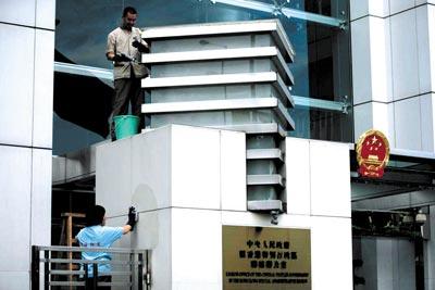 作为中央在香港的派驻机构,中联办的一举一动牵动各界眼光本报记者 王轶庶/图